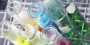 מנכל רדהיל: הפכנו לחברה שמוכרת תרופות